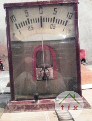 Гальванометр старинный большой.