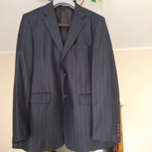 Классический мужской костюм в городеГулькевичи