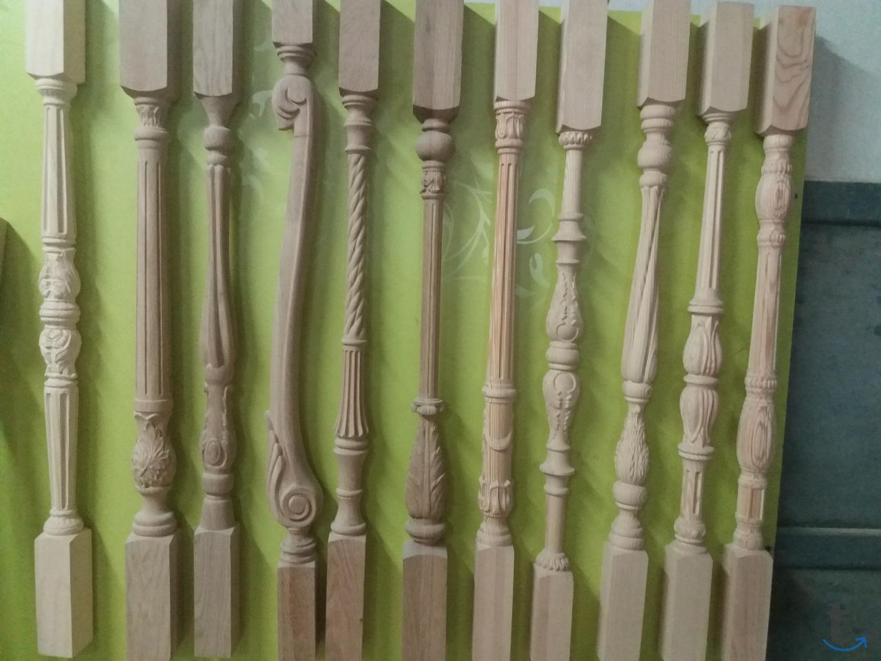 Резные столбы для лестниц из дуб...