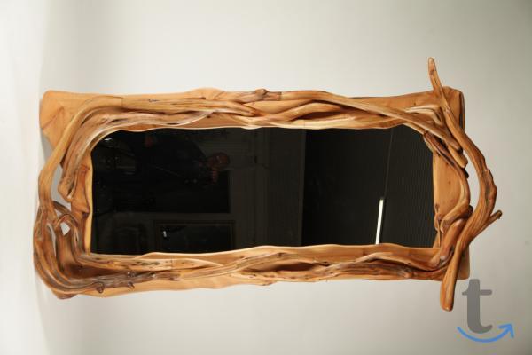 Зеркало напольное из можжевельника