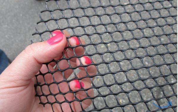 Сетка пластиковая от кротов 1*10 м
