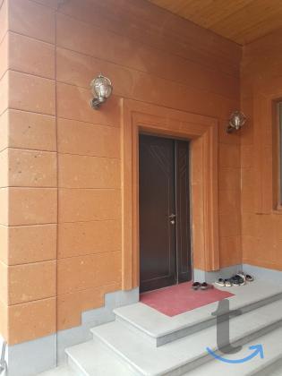 Абрикосовый туф камень для облицовки фасадов поставка 3 дня