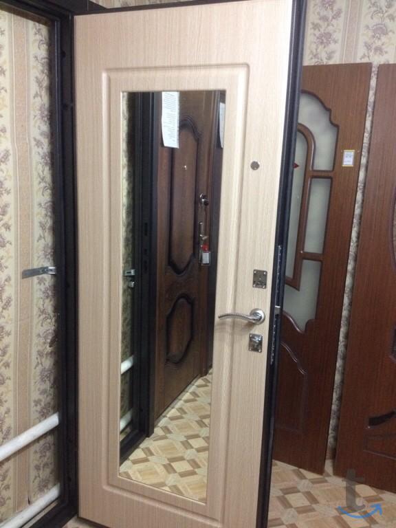 Входная стальная дверь  с зеркал...