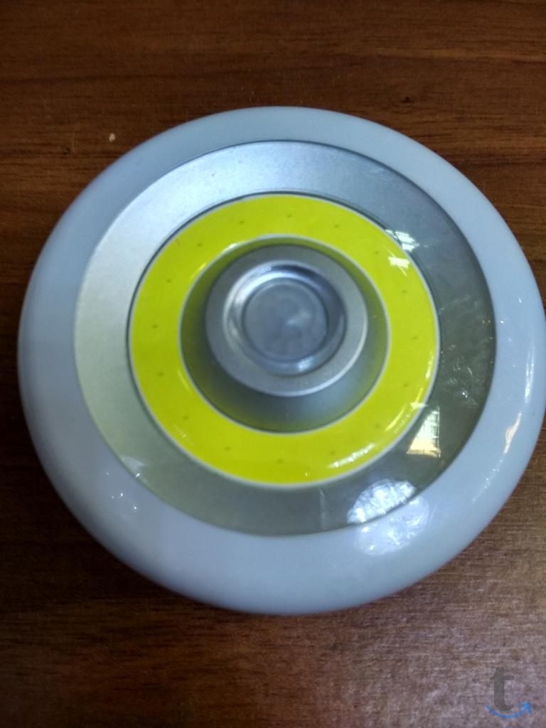 Компактный светильник с датчиком...
