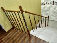 Ограждения лестниц из дуба и металла.