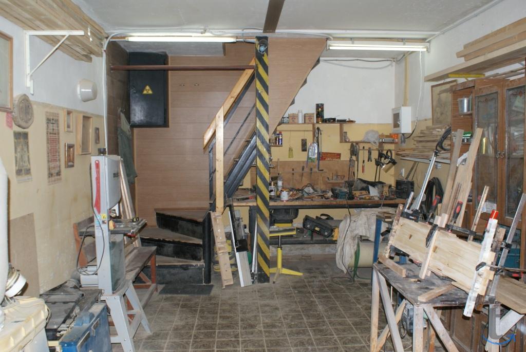 Двухэтажный кирпичный гараж - та...