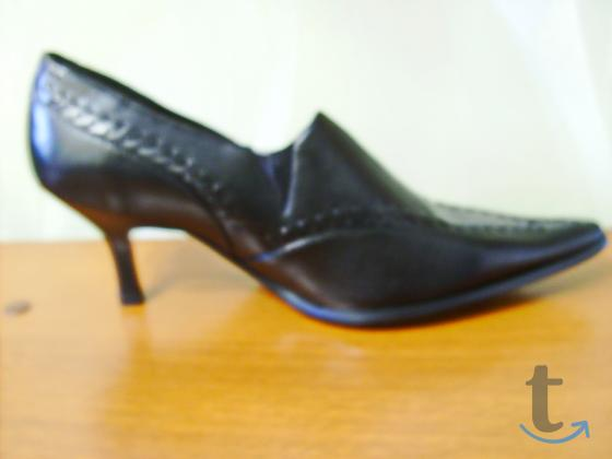 Женские туфли фирмы Laburnum.