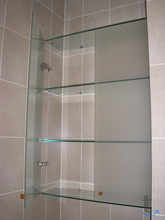 Стеклянные полки для ванной комн...