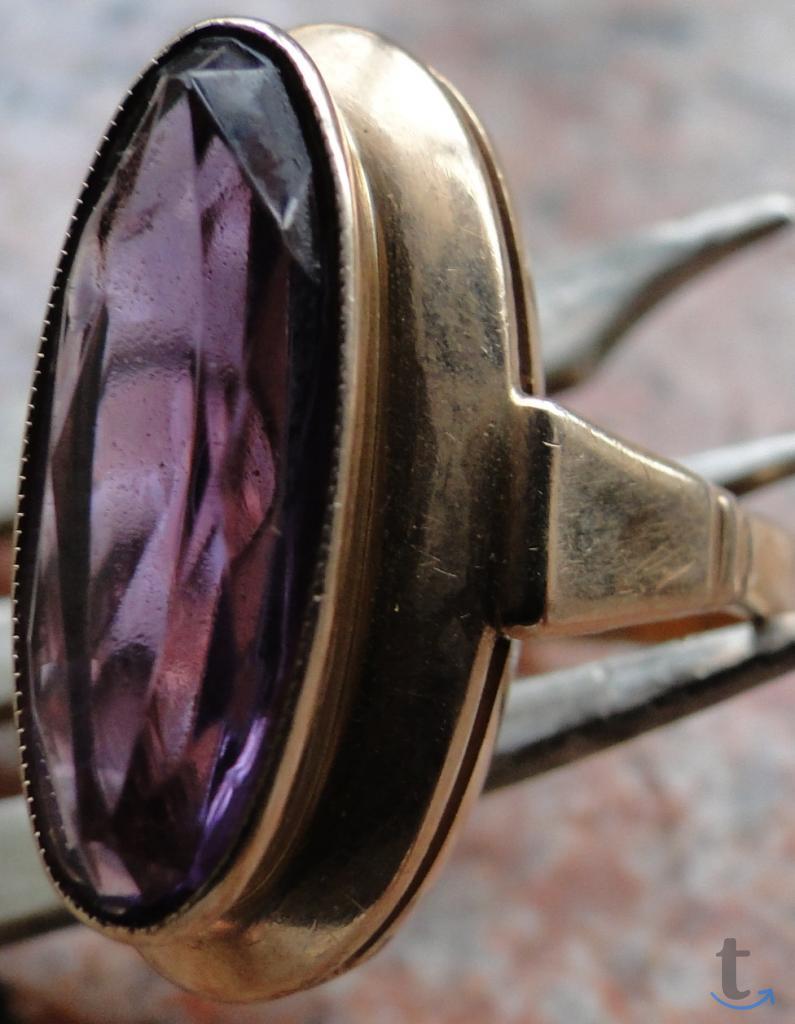Перстень золотой с александритом.