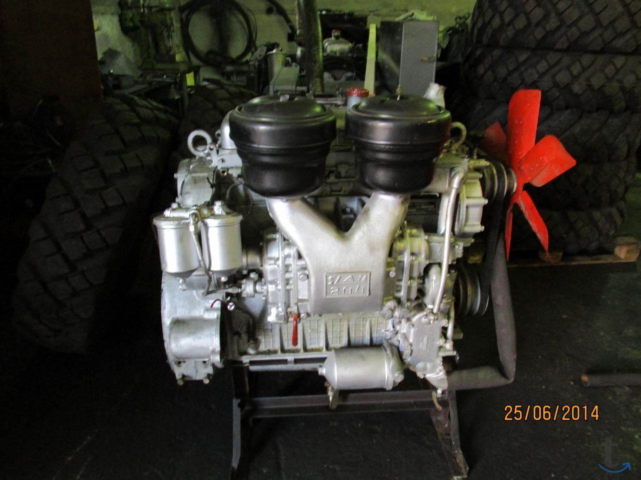 Двигатели ЯАЗ-204 и насос-форсун...