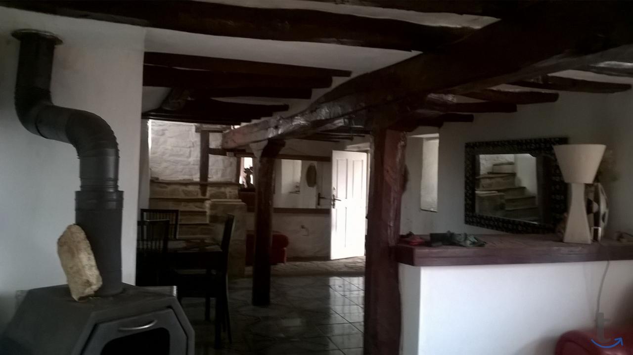 Двухэтажный дом в болгарском сти...