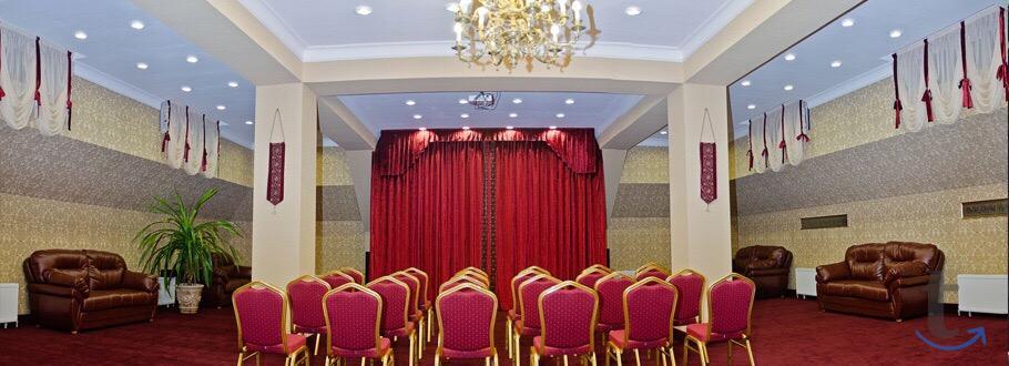 Конференц-зал отеля Бристоль в К...