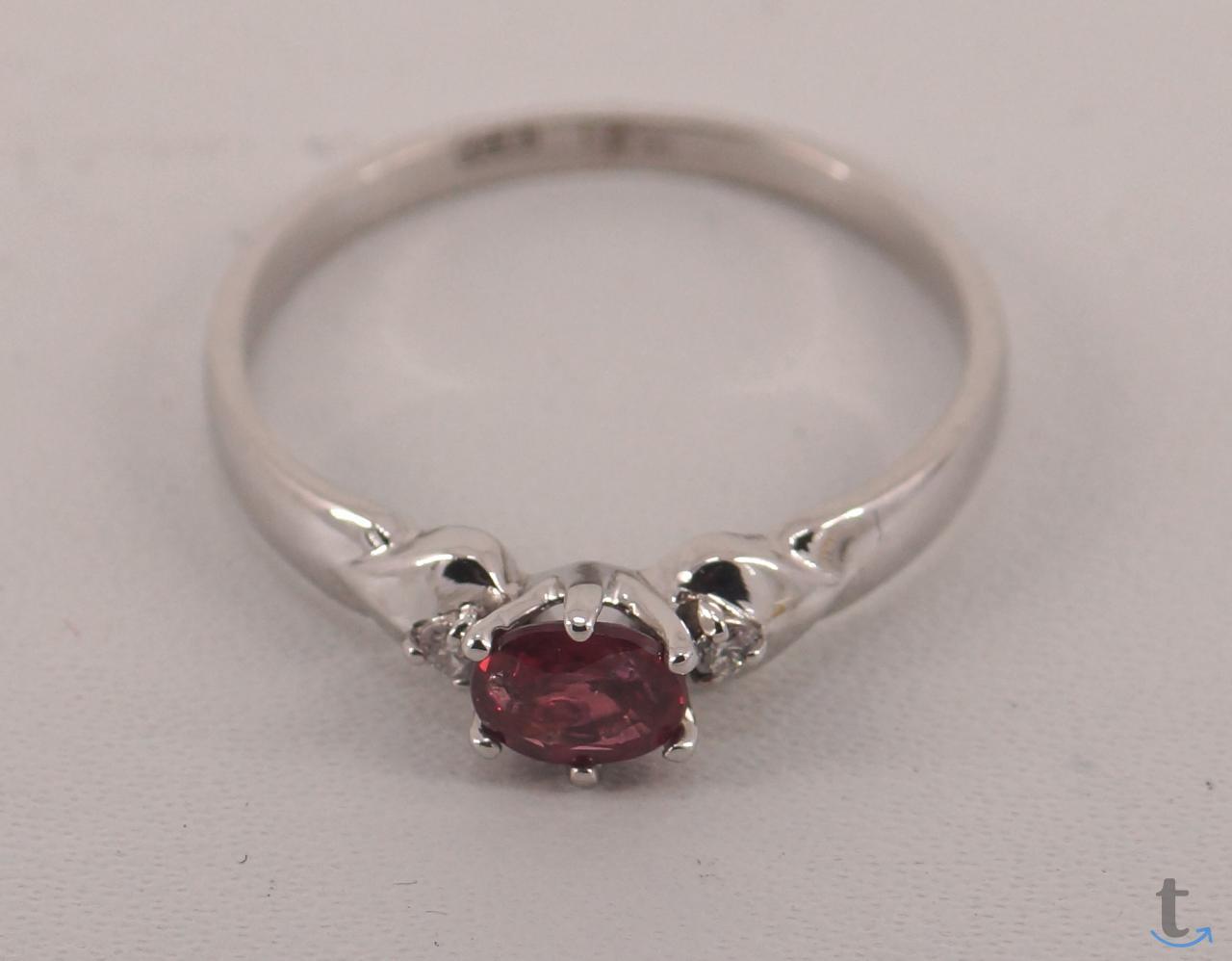Золотое кольцо с не гретым Рубином бриллиантами.