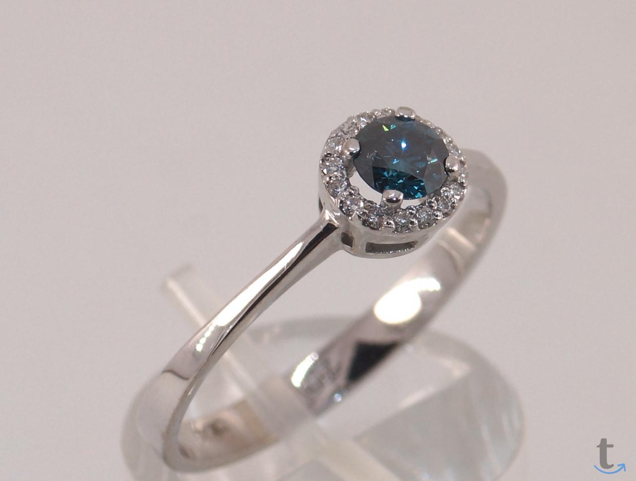 Кольцо золотое с голубым и белыми бриллиантами.