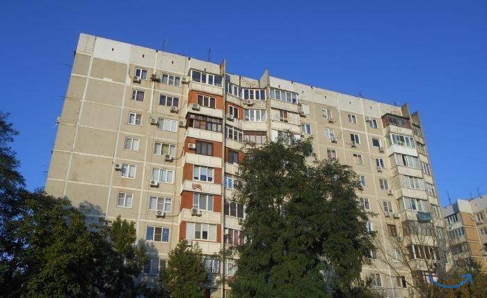 7 комн. кв.ул. 70-летия Октября.