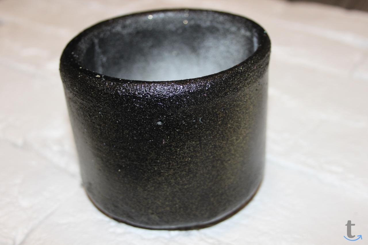 Кашпо для цветов из цемента черн...
