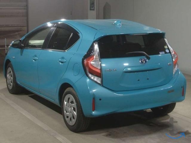 Хэтчбек гибрид Toyota Aqua NHP10 2-й рестайлинг S