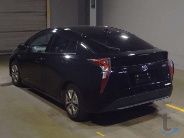 Лифтбек гибрид Toyota Prius кузов ZVW51