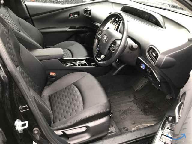 Лифтбек гибрид Toyota Prius PHV ...