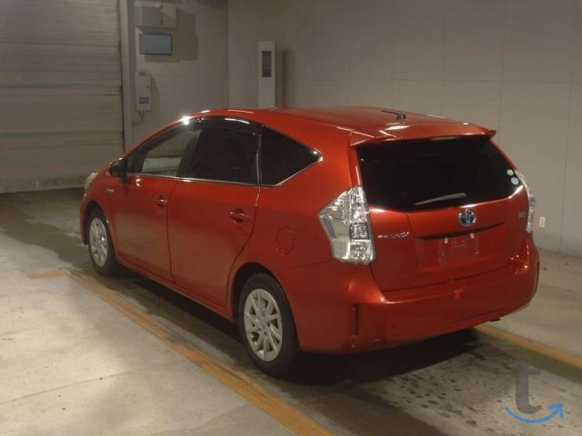 Минивэн 7 мест гибрид Toyota Prius Alpha