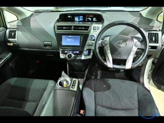 Минивэн гибрид Toyota Prius Alph...