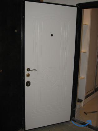 Входная стальная дверь в квартир...